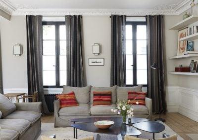 Moulures, lin gris et anthracite, par Fabienne Boé de Pirey, Architecte d'intérieur UFDI à Paris 75