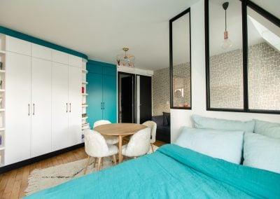 Le bleu turquoise et un papier peint Miss print, par Fabienne Boé de Pirey, Architecte d'intérieur UFDI à Paris 75