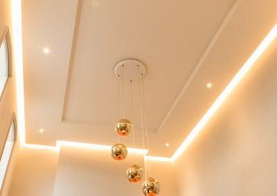 Plafond détouré par la lumière, par Fabienne Boé de Pirey, Architecte d'intérieur UFDI à Paris 75