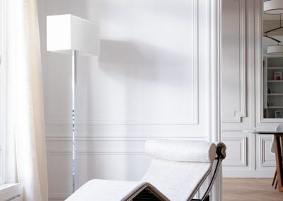 Fauteuil Le Corbusier LC4 revisité par un tissu de lin, par Fabienne Boé de Pirey, Architecte d'intérieur UFDI à Paris 75